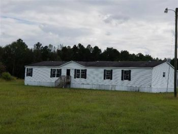 Double Wide Mobile Home on over 1 acre for sale in Clarendon County!